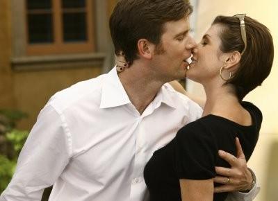 Peter Krause  e Zoe McLellan in un momento nell'episodio ' The Chiavennasca ' della serie tv Dirty Sexy Money