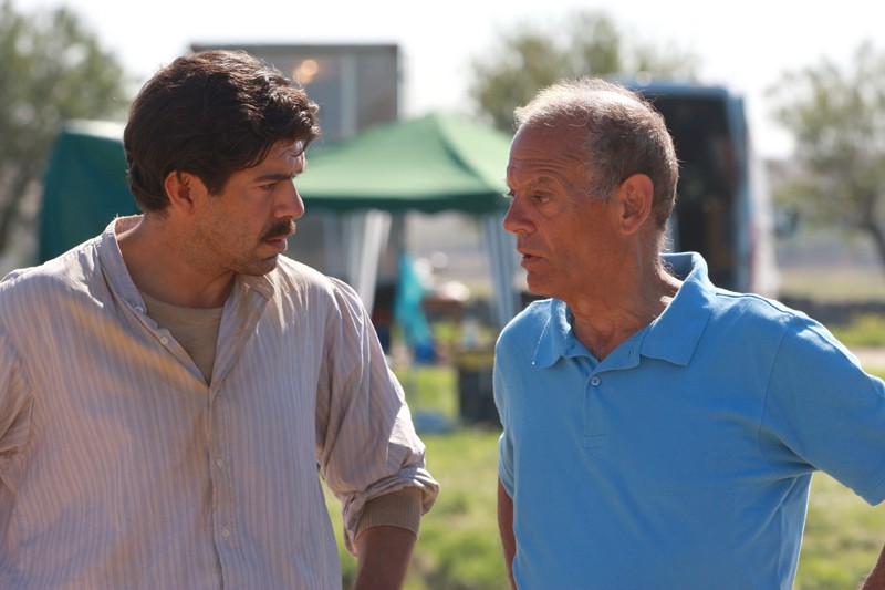 Pierfrancesco Favino ed Alberto Negrin sul set della fiction Pane e libertà