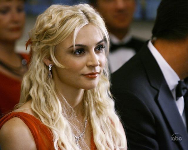 Samaire Armstrong nell'episodio 'Il Matrimonio' della serie tv Dirty Sexy Money