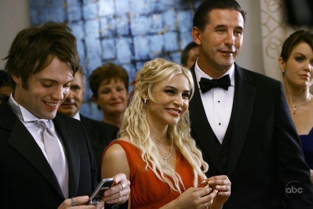 Samaire Armstrong, Seth Gabel e William Baldwin nell'episodio 'Il Matrimonio' della serie tv Dirty Sexy Money