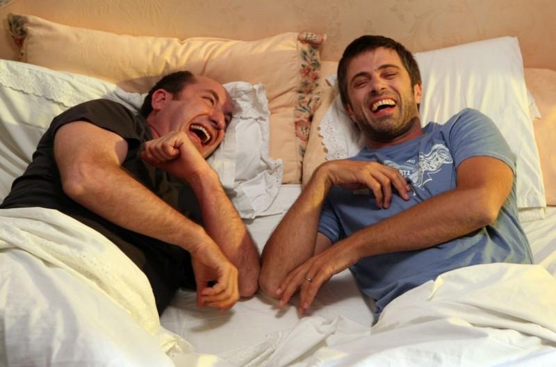 Antonio Albanese e Kim Rossi Stuart in un'immagine del film Una questione di cuore