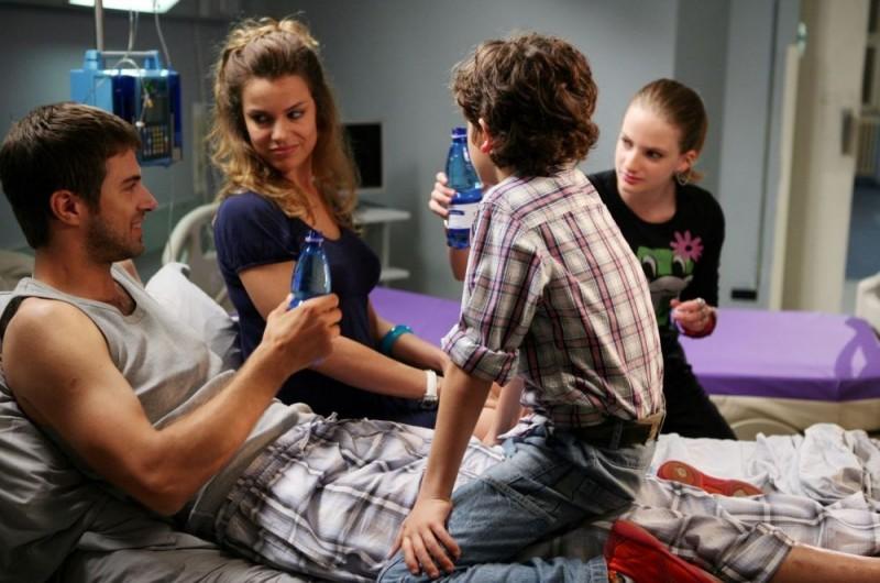 Kim Rossi Stuart, Micaela Ramazzotti e Nelsi Xhemalaj in una scena del film Una questione di cuore