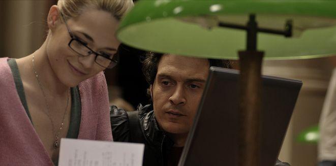 Laura Chiatti e Claudio Santamaria in una scena del film Il caso dell'infedele Klara