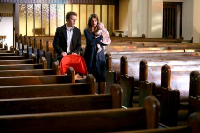 Bret Harrison e Missy Peregrym in una scena dell'episodio I Want My Baby Back di Reaper