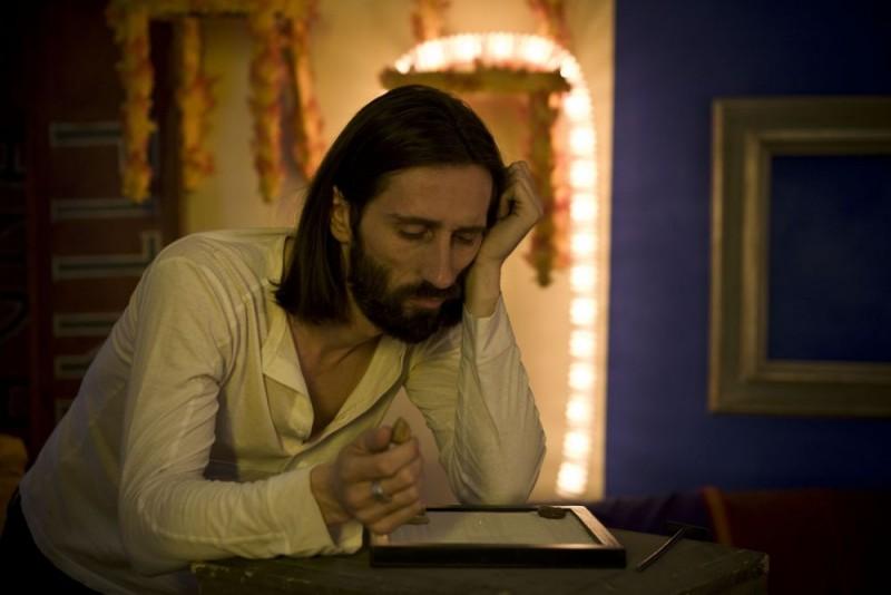 Cristiano Godano in una scena del film Tutta colpa di Giuda