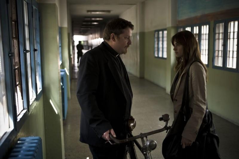 Gianluca Gobbi e Kasia Smutniak in una scena del film Tutta colpa di Giuda