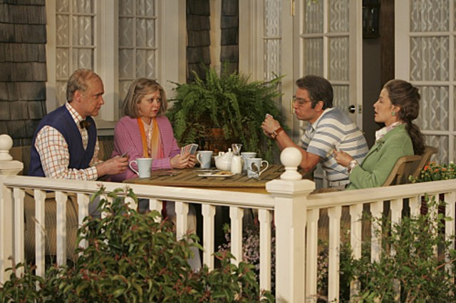 Il cast di E alla fine arriva mamma! in una scena dell'episodio The Front Porch