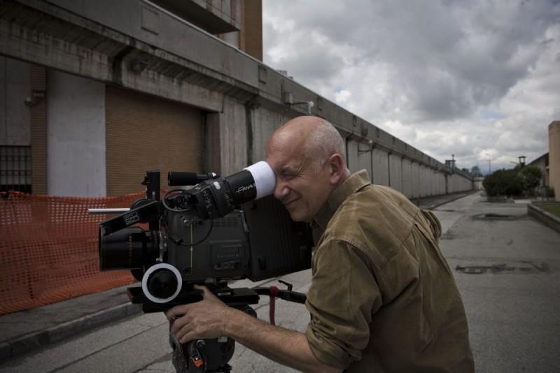 Il regista Davide Ferrario sul set di Tutta colpa di Giuda