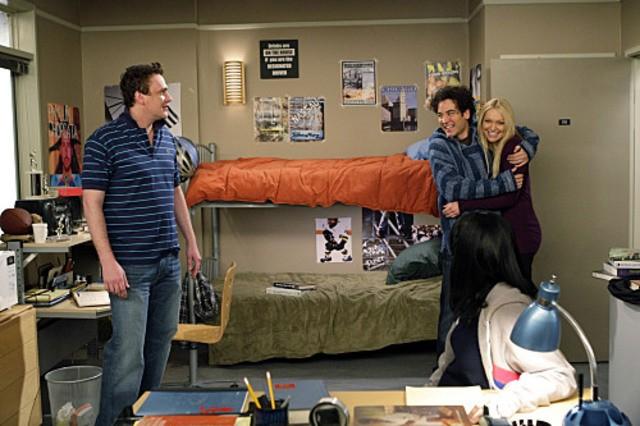 Jason Segel, Josh Radnor e Laura Prepon nell'episodio Sorry, Bro di How I Met Your Mother