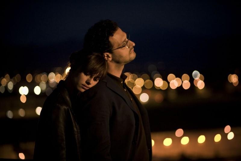 Kasia Smutniak e Fabio Troiano in una romantica scena del film Tutta colpa di Giuda