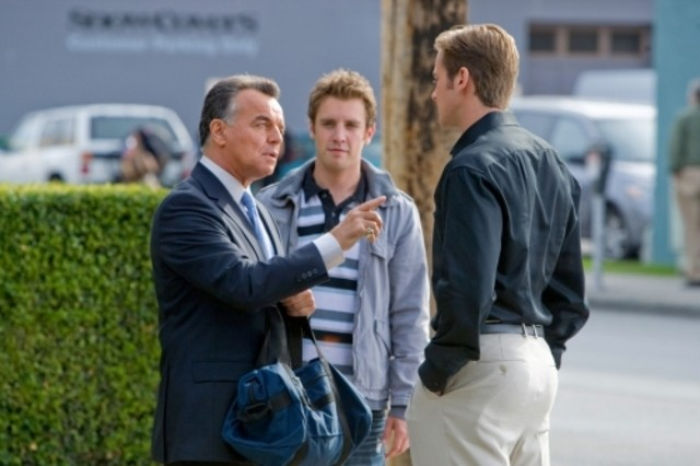 Ray Wise, Bret Harrison ed Armie Hammer in una scena dell'episodio The Favorite di Reaper