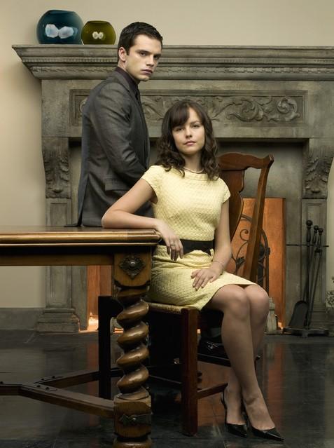 Sebastian Stan ed Allison Miller in una foto promozionale della serie Kings
