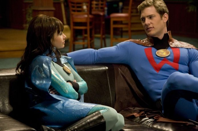 Danielle Harris e Ryan McPartlin in una scena del film Super Capers
