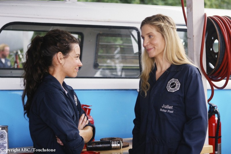 Elizabeth Mitchell ed Evangeline Lilly nell'episodio He's Our You di Lost