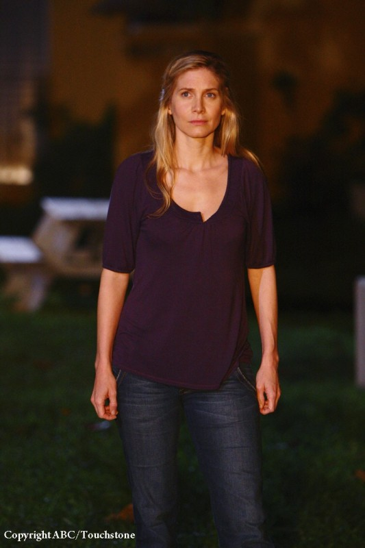 Elizabeth Mitchell nell'episodio He's Our You di Lost