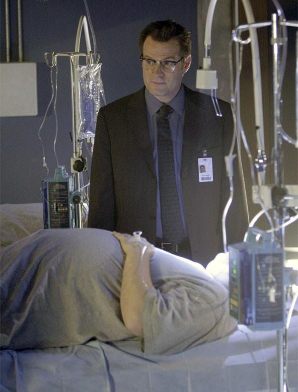 Jack Coleman in una scena di Cold Snap dalla terza stagione di Heroes
