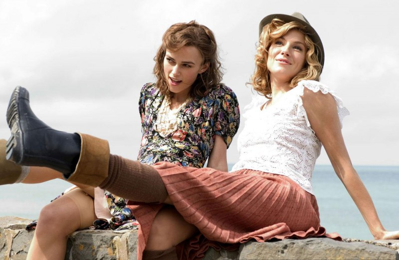 Keira Knightley e Sienna Miller in una scena del film The Edge of Love