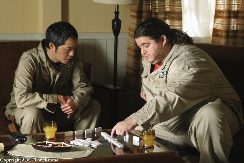 Ken Leung e Jorge Garcia nell'episodio Whatever Happened, Happened di Lost