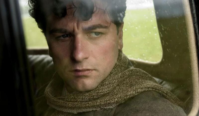Matthew Rhys in un'immagine del film The Edge of Love