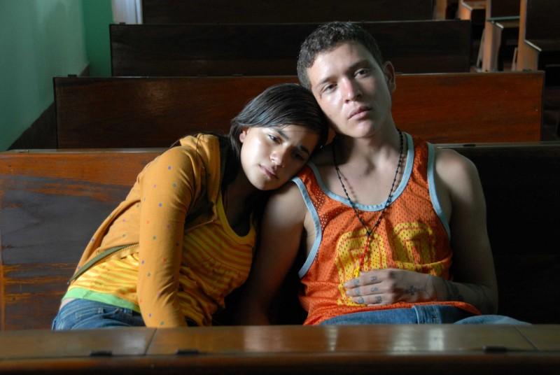 Paulina Gaitan ed Edgar Flores n una scena del film Sin Nombre