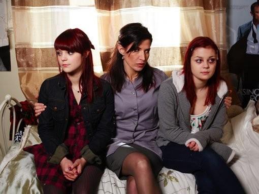 Kathryn Prescott e Megan Prescott in un'immagine promozionale dell'episodio 'Katie & Emily' della terza stagione della serie tv Skins