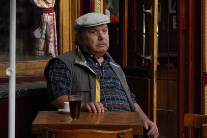 Lino Banfi è il protagonista del film tv Scusate il disturbo