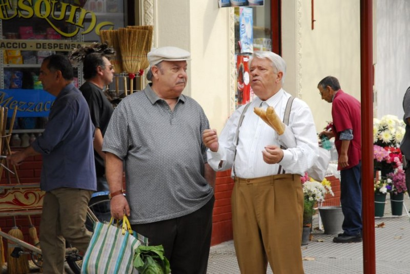 Lino Banfi e Lino Toffolo in una scena del film tv Scusate il disturbo