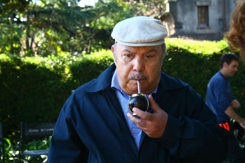 Lino Banfi in una sequenza del film tv Scusate il disturbo