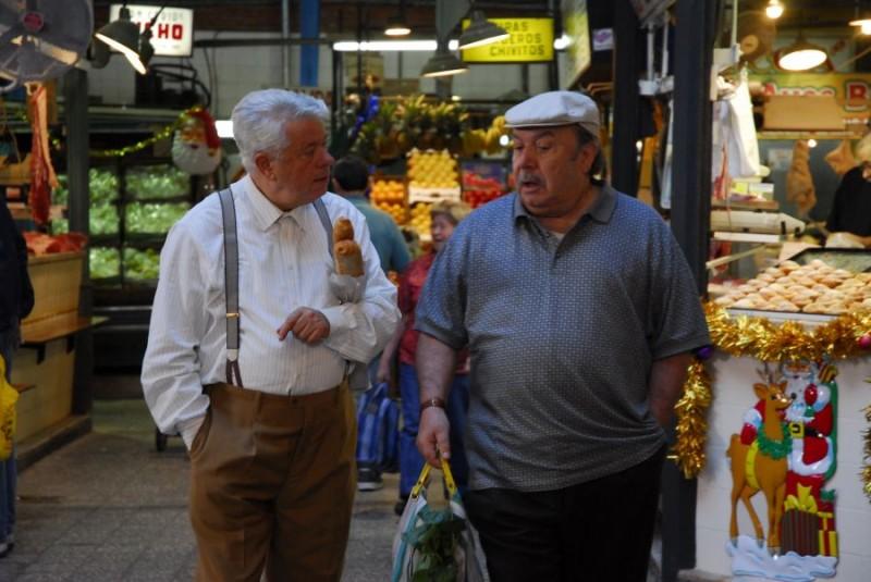 Lino Toffolo e Lino Banfi in un'immagine del film tv Scusate il disturbo