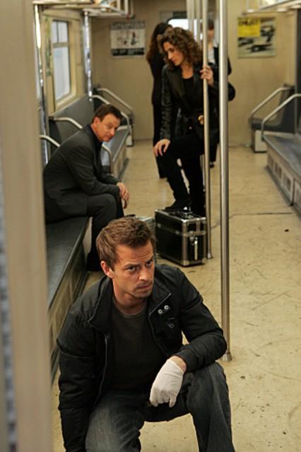 Melina Kanakaredes insieme a Carmine Giovinazzo e Gary Sinise nell'episodio 'Communication Breakdown' della serie tv CSI - New York