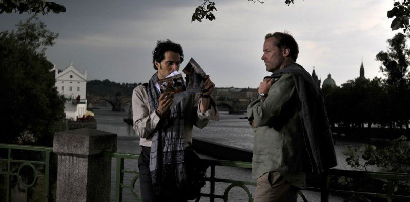 Claudio Santamaria e Iain Glen in una sequenza del film Il caso dell'infedele Klara