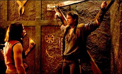 Craig Parker e Craig Horner in un faccia a faccia carico di tensione nell'episodio 'Conversion' della serie tv Legend of the Seeker