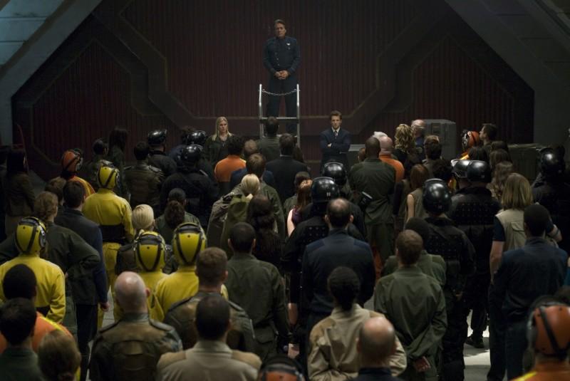 Katee Sackhoff, Edward James Olmos e Jamie Bamber nell'episodio 'Daybreak: Part 1' di Battlestar Galactica