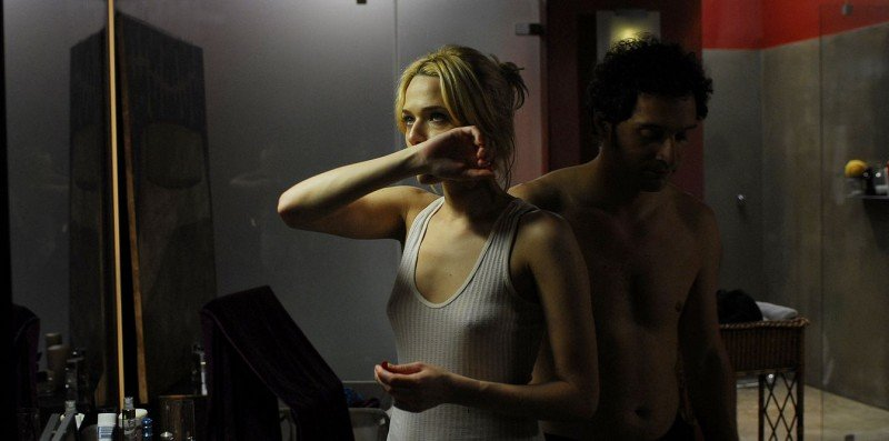 Laura Chiatti e Claudio Santamaria in una sequenza del film Il caso dell'infedele Klara
