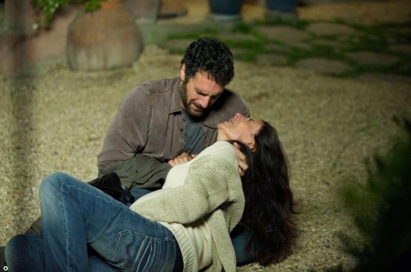 Raoul Bova e Simonetta Solder in una scena del film Sbirri