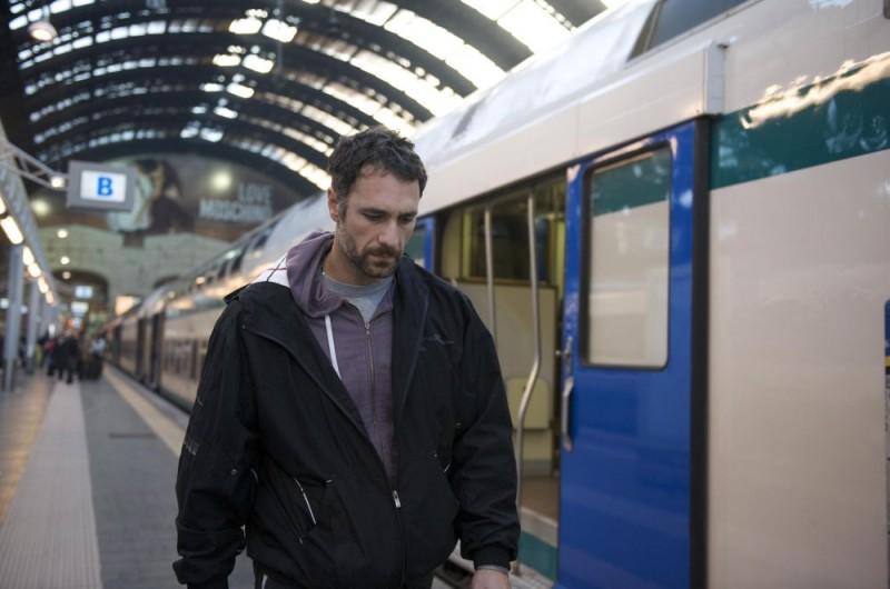 Raoul Bova in una sequenza del film Sbirri, diretto da Roberto Burchielli