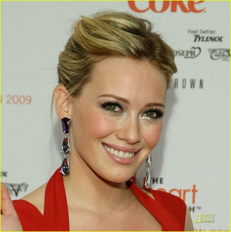 Una splendida Hilary Duff in rosso!