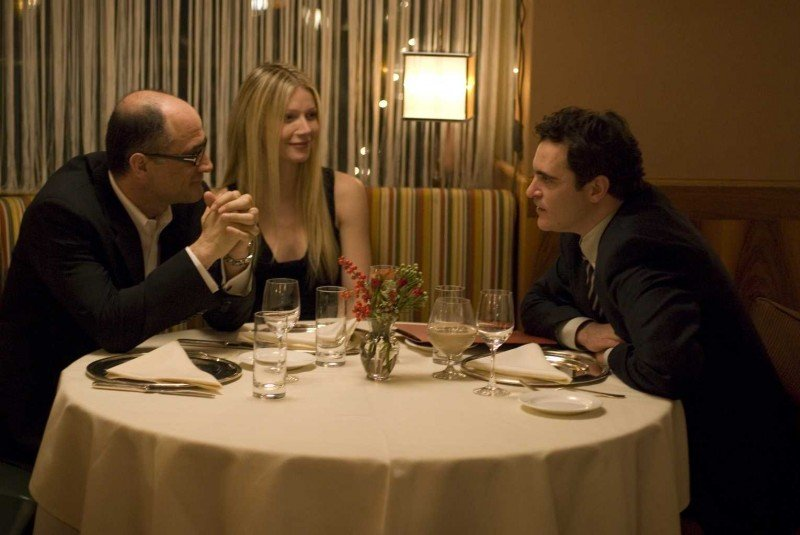 Elias Koteas, Gwyneth Paltrow e Joaquin Phoenix in una scena del film film Two Lovers