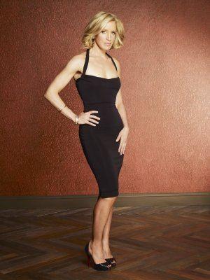 Felicity Huffman nei panni di Lynette Scavo in una foto promozionale della quinta stagione di Desperate Housewives.