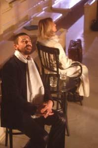 Giuseppe Butera accanto a Micaela Esdra (di spalle) ne Il tempo e la stanza (di Botho Strauss, regia Walter Pagliaro)