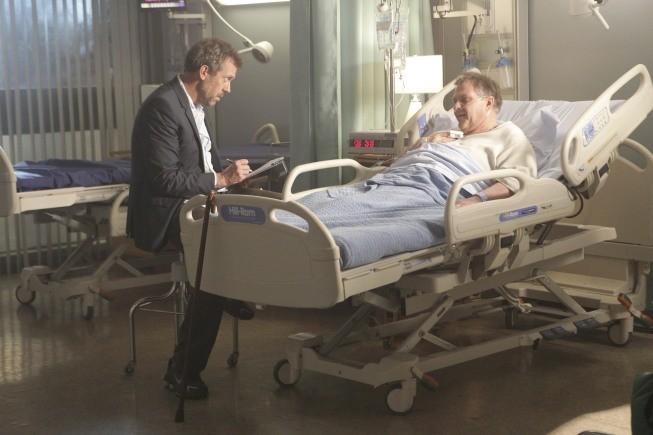 Hugh Laurie in una scena tratta da Simple Explanation di Dr. House: Medical Division