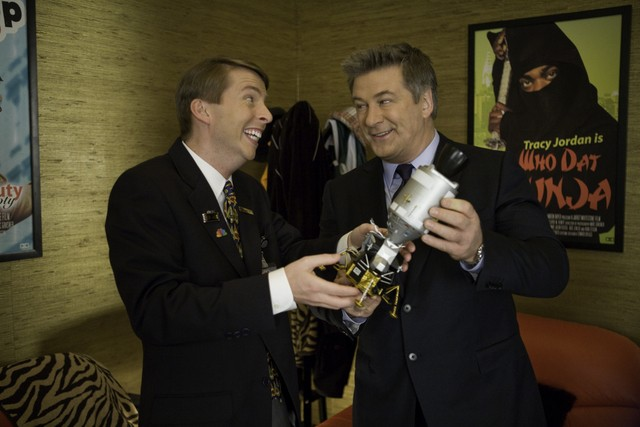 Jack McBrayer ed Alec Baldwin in una scena dell'episodio Cutbacks di 30 Rock