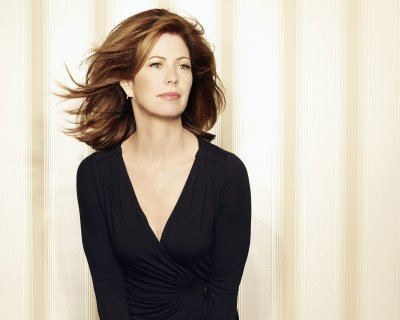 La fascinosa Dana Delany è Catherine Mayfair in una foto promo della quinta stagione di Desperate Housewives