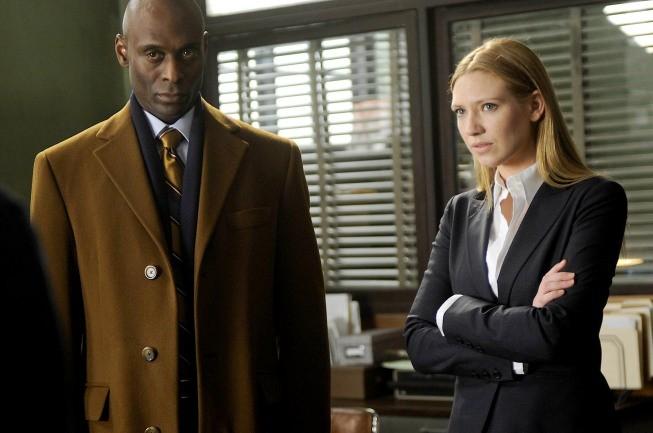 Lance Reddick ed Anna Torv in una scena dell'episodio Inner Child di Fringe