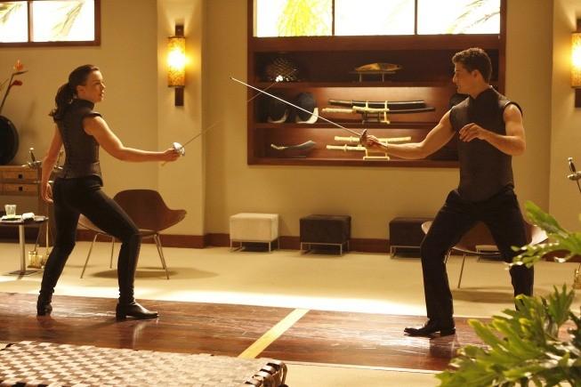 Olivia Williams ed Enver Gjokaj in una scena dell'episodio Spy in the House of Love di Dollhouse