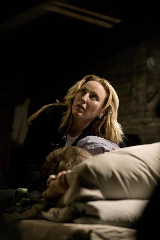 Virginia Madsen è Sara nel film The Haunting in Connecticut
