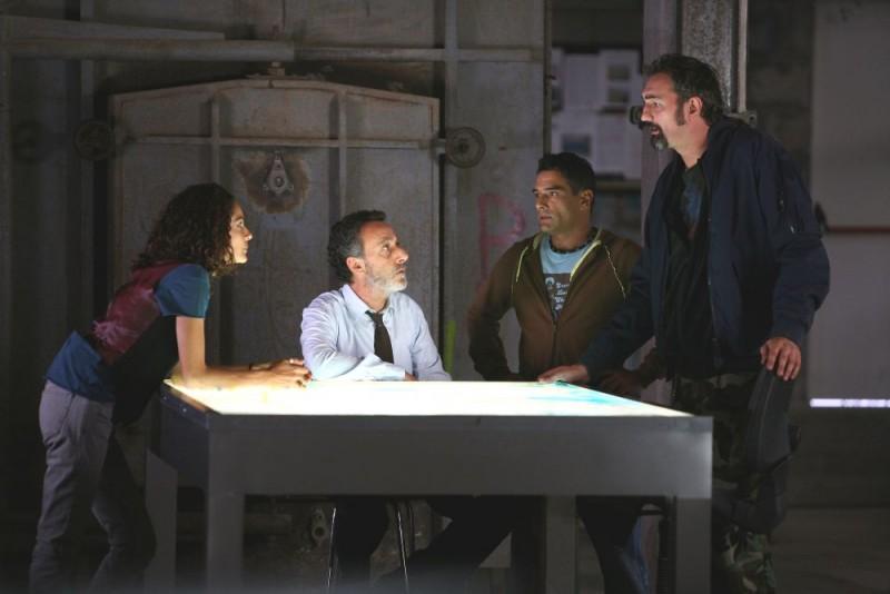 Simona Cavallari, Alfredo Pea, Marco Leonardi e Raffaele Vannoli in una scena della serie tv Squadra Antimafia - Palermo oggi