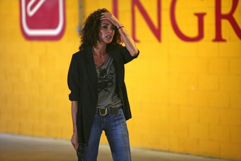 Simona Cavallari in una scena della serie tv Squadra Antimafia - Palermo oggi