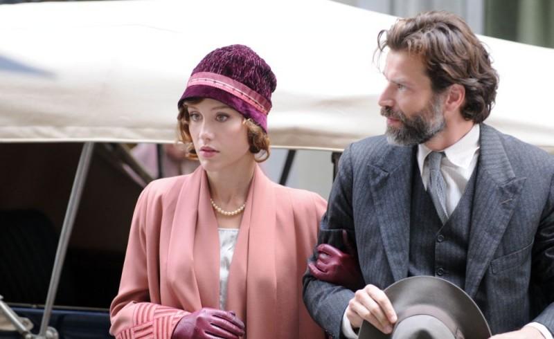 Gabriella Pession e Johannes Brandrup in una scena del film tv Lo smemorato di Collegno