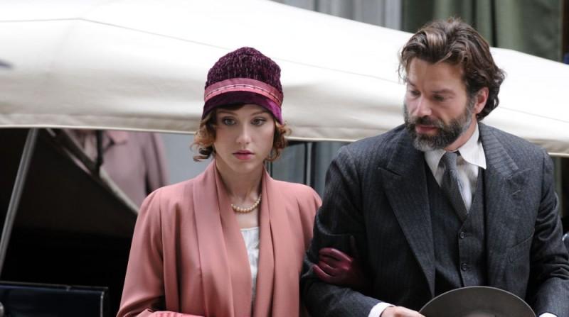 Gabriella Pession e Johannes Brandrup in una sequenza del film tv Lo smemorato di Collegno